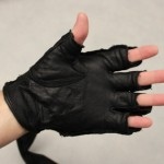 harbinger-320-gloves-review-krav-maga-wearing-unwrapped-palm